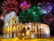 在罗马的庆祝的collosseo烟花意大利 免版税库存照片