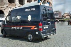 在罗马街道的交通警汽车  库存图片