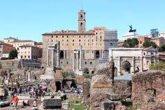 在罗马论坛的视图在罗马,意大利 库存照片