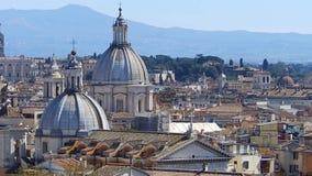 在罗马,意大利屋顶的全景  罗马地平线 摇摄射击 股票录像