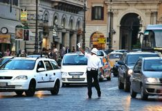 在罗马,意大利街道上的公共交通  库存照片