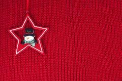 在羊毛织品背景的圣诞节装饰 免版税库存图片
