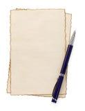 在羊皮纸的笔在白色 库存图片