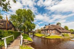 在羊角村古老荷兰村庄种田房子 免版税库存照片