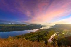 在美丽的哥伦比亚河峡谷的日出在俄勒冈 免版税库存图片