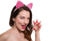 在美丽的女孩的猫女构成 桃红色唇膏,指甲油是 图库摄影