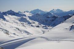 在美丽的山的冬天蓝色 免版税库存图片