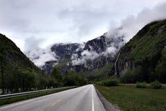 在美丽的山的路 库存照片
