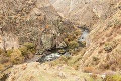 在美丽的峡谷的看法从路的边缘 免版税库存图片