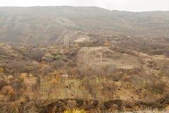 在美丽的峡谷的看法从路的边缘 免版税库存照片