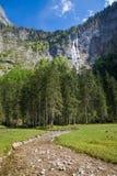 在美丽的德国` s最高的瀑布berchtesgaden国家 图库摄影