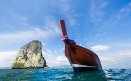 在美丽的海的小船 库存照片