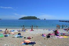 在美丽的海滩的十几岁 免版税库存图片