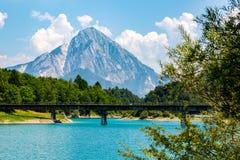 在美丽的湖的大看法 免版税库存图片