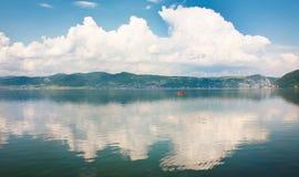 在美丽的蓝色多瑙河 免版税库存图片