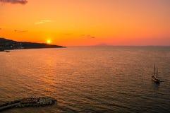 在美丽的索伦托,意大利的惊人的日落 免版税库存照片