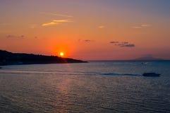在美丽的索伦托,意大利的惊人的日落 库存照片