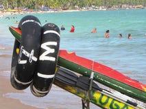 在美丽的巴西海滩中间的皮船出租地方 库存图片