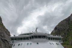 在美丽的Trollfjorden的游轮在诺尔兰县,挪威 库存图片