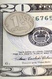在美元, Ð ¾ Ð'иР½ рубД ÑŒ Ð ½ а Ð'Ð ¾ Д Д арÐΜ的一卢布 库存图片