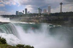 在美利坚合众国和加拿大之间的尼亚加拉大瀑布从N 免版税库存图片