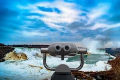 在美利坚合众国和加拿大之间的尼亚加拉大瀑布 免版税库存照片
