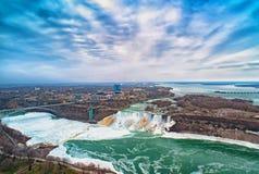在美利坚合众国和加拿大之间的尼亚加拉大瀑布 免版税图库摄影