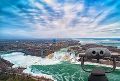 在美利坚合众国和加拿大之间的尼亚加拉大瀑布 图库摄影