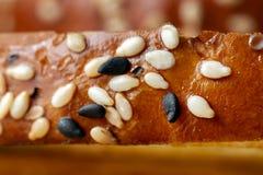 在美味的面包上面的芝麻  库存图片