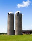 在美国乡下的筒仓 库存图片