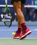 在美国公开赛2017决赛期间,西班牙的全垒打冠军拉斐尔・拿度穿习惯耐克网球鞋 库存图片