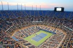 在美国公开赛2014年夜比赛期间的亚瑟・艾许球场在比利・简・金国家网球中心 免版税库存照片