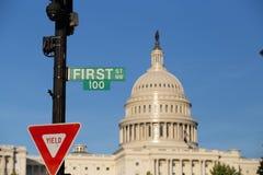 在美国国会大厦的前一百个标志 库存图片