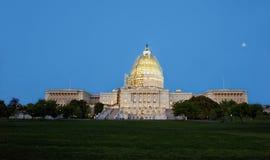 在美国国会大厦的晚上视图 免版税库存图片