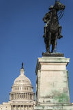 在美国国会大厦,华盛顿特区前面的综合财政补贴雕象 图库摄影