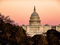 在美国国会的日落在华盛顿D C 库存照片