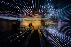 在美国国家艺廊的地下移动的走道,在Wa 免版税库存照片