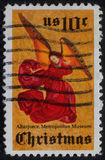 在美国打印的圣诞节邮票显示天使 免版税库存照片