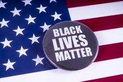 在美国旗子的黑生活问题徽章 库存照片