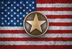 在美国旗子背景的古铜色星 免版税库存图片