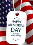 在美国旗子背景的战士徽章  免版税库存照片