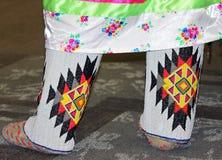 在美国本地人议事会的串珠的鹿皮鞋 库存图片