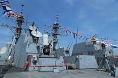 在美国海军引导导弹驱逐舰USS Farragut甲板的密集队枪  免版税库存照片
