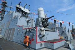 在美国海军引导导弹驱逐舰USS Farragut甲板的密集队枪  库存图片