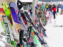 在美国的东北部的滑雪人群 免版税库存照片