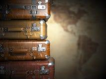 在美国背景地图的葡萄酒手提箱  Turism旅行 图库摄影