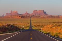 在美国高速公路163的阿甘正传点往纪念碑谷那瓦伙族人部族公园 图库摄影