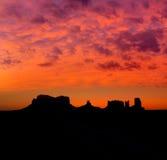 在美国163风景路的日出向纪念碑谷公园 库存图片