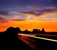 在美国163风景路的日出向纪念碑谷公园 图库摄影