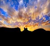在美国163风景路的日落向纪念碑谷公园 免版税库存图片